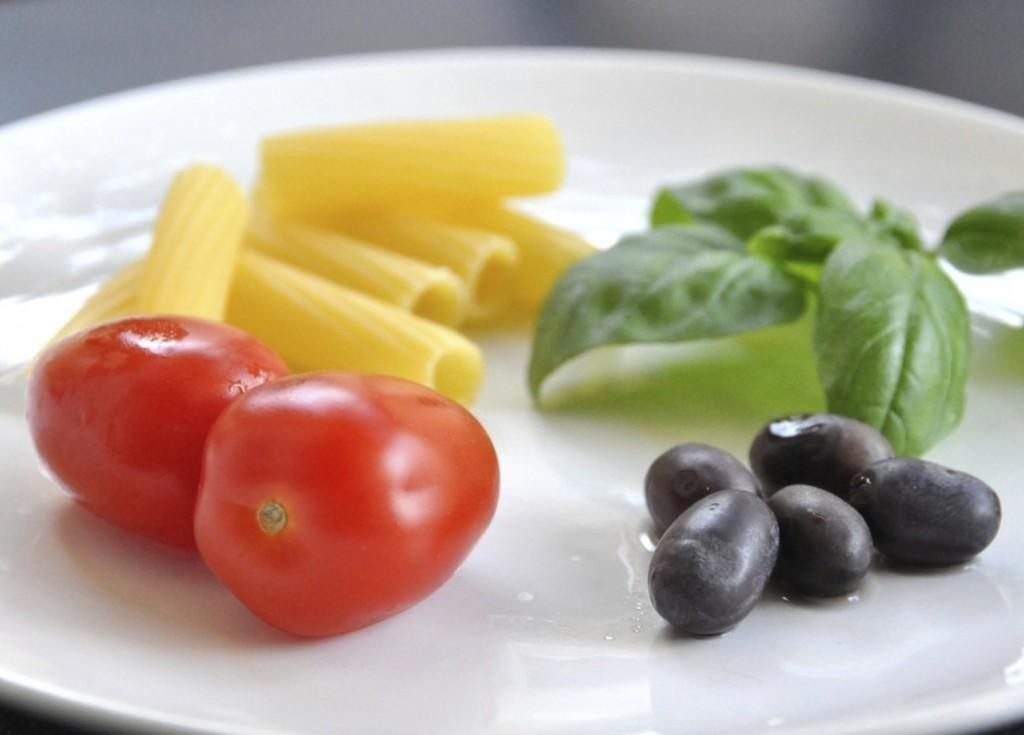 Pasta pachino e olive nere