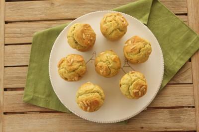 Muffin salati al pesto