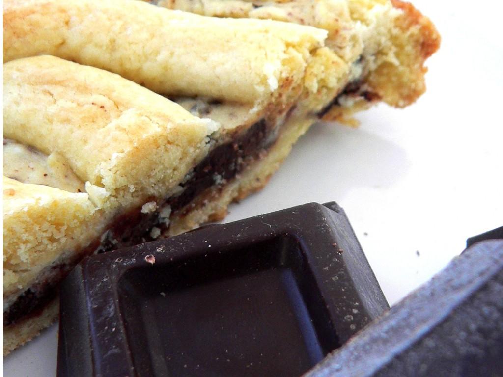 Crostata di ricotta e crema con cioccolato
