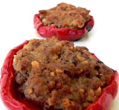 Peperoni ripieni di carne e nocciole
