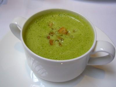 Zuppa cremosa agli asparagi