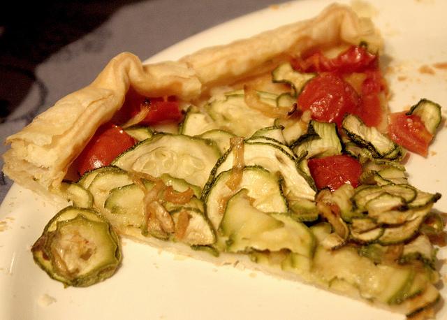 Torta rustica con zucchine e pomodorini
