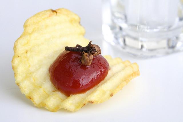 Ketchup senza prugne con rum e chiodi di garofano