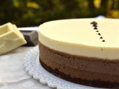 Torta mousse ai tre cioccolati