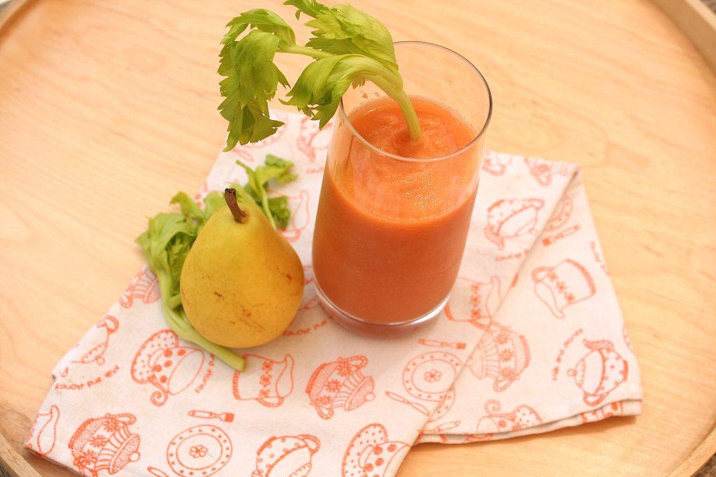 Smoothie sedano carote e pera