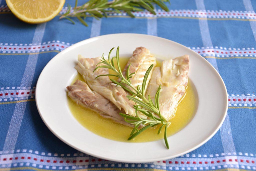 Spigola al cartoccio rosmarino e limone