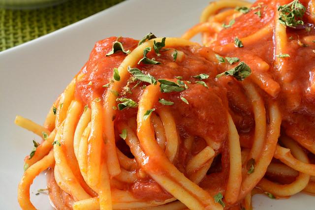 Spaghetti con sugo alla marinara