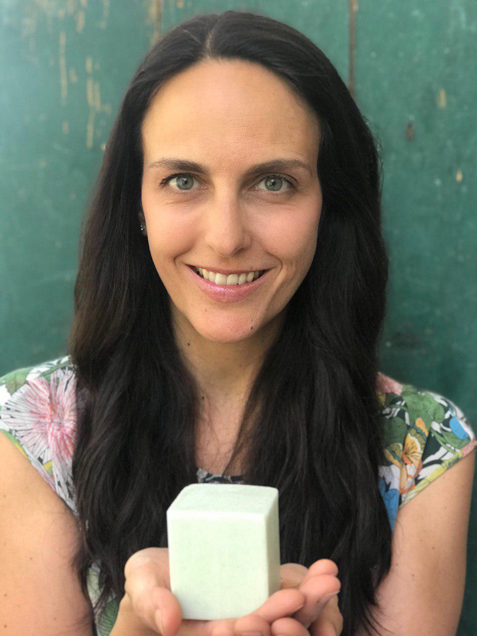 Detersivo per piatti solido: svolta per donne eco con budget da massaia